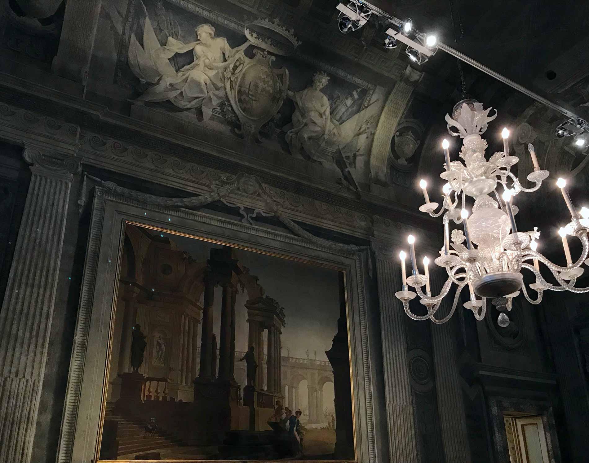 Museo-civico-ala-ponzone-cremona-affreschi-lampadario-luce-soffusa
