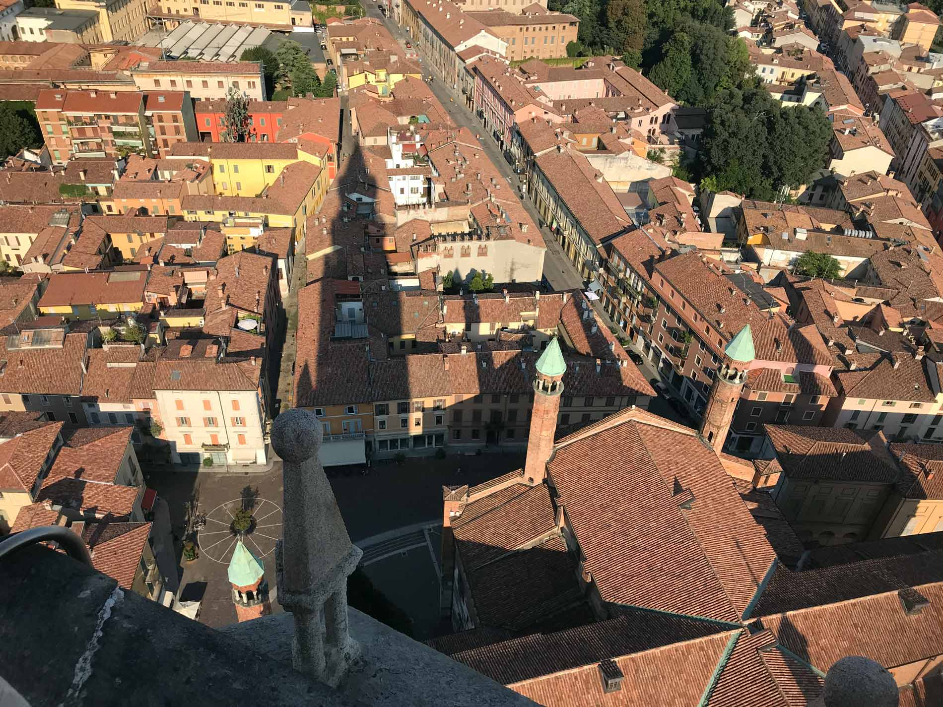 Torrazzo-Cremona-vista-panorama-est-Cattedrale-ombra-tetti-case