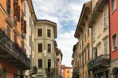 Cremona-via-mercatello-palazzi-colorati-biciclette-