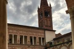 cremona-chiesa-SantAbbondio-chiostro-rinascimentale-campanile-romanico-colonne