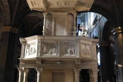 Cattedrale-di-Cremona-pulpito-marmo-bianco-scene-bibliche