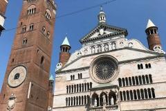 Cremona-Piazza-del-Comune-Cattedrale-Torrazzo-facciata-statue