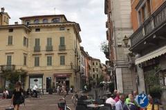 Cremona-largo-boccaccino-persone-tavolini-bar