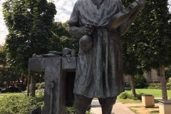 museo-del-violino-Cremona-statua-stradivari-esterno-piazza-marconi
