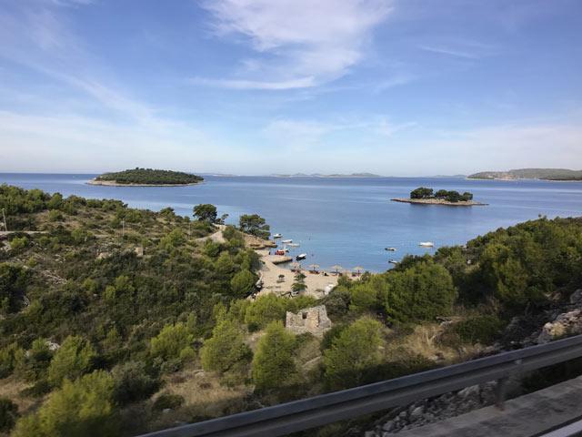 dalmazia-spiaggia-e-isole-nel-mare
