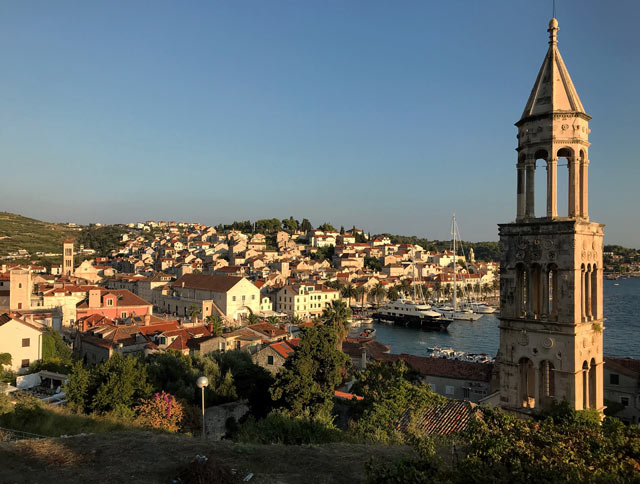 hvar-croazia-panorama-dallalto-al-tramonto