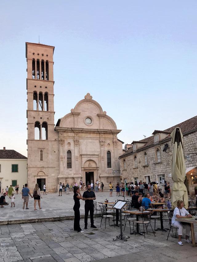 hvar-croazia-piazza-santo-stefano-al-tramonto