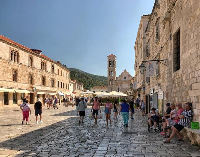 hvar-croazia-piazza-santo-stefano-con-cattedrale