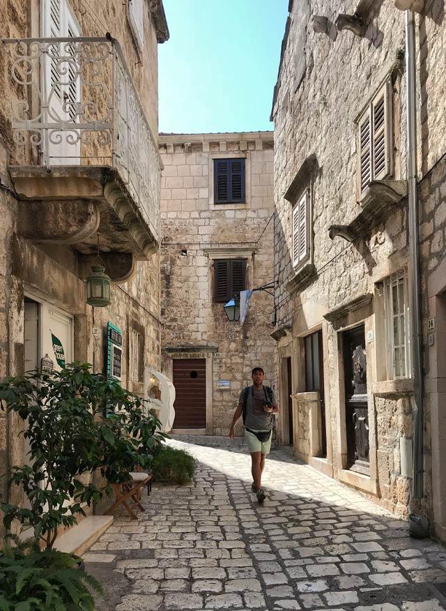 hvar-croazia-strade-e-case-del-centro-storico