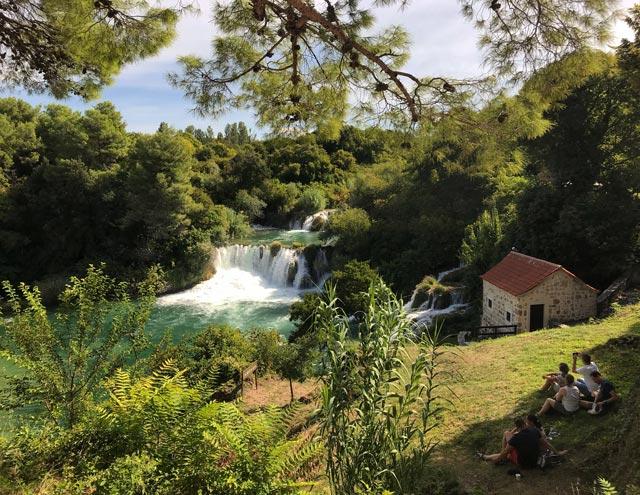 parco-krka-dalmazia-cascata-piccola-casa-turisti