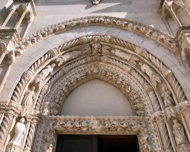sebenico-portale-gotico-scolpito-della-cattedrale