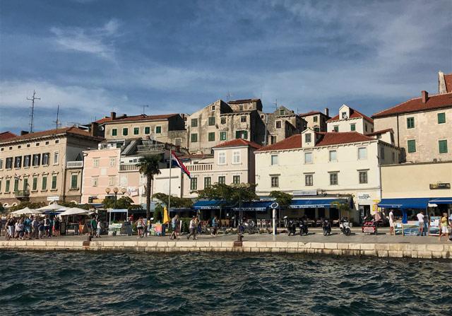 sebenico-vista-della-marina-con-case-e-palazzi
