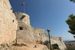 fortezza-di-hvar-bastioni-torri-circolari-pietra
