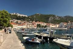 hvar-croazia-porto-barche-citta-e-fortezza