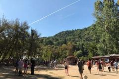 parco-krka-spiazzo-con-stand-e-turisti
