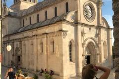 sebenico-ragazza-fotografa-la-cattedrale