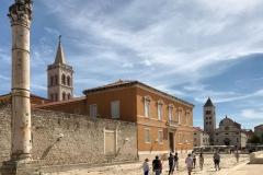 zara-croazia-piazza-del-foro-con-colonna-e-chiesa