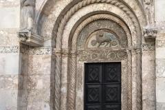 zara-portale-scolpito-cattedrale-di-santanastasia