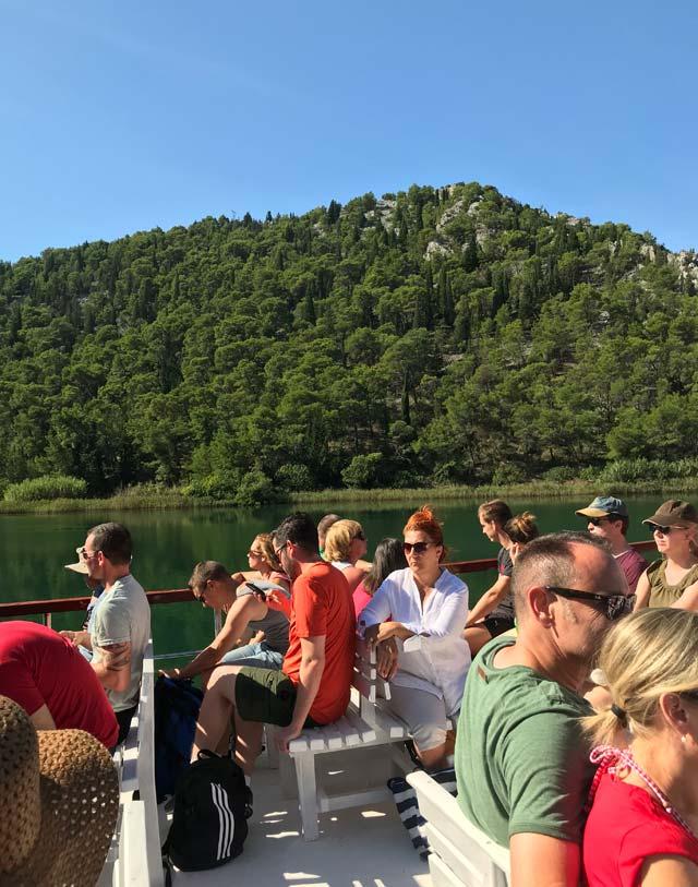 turisti-sul-battello-per-il-parco-nazionale-krka