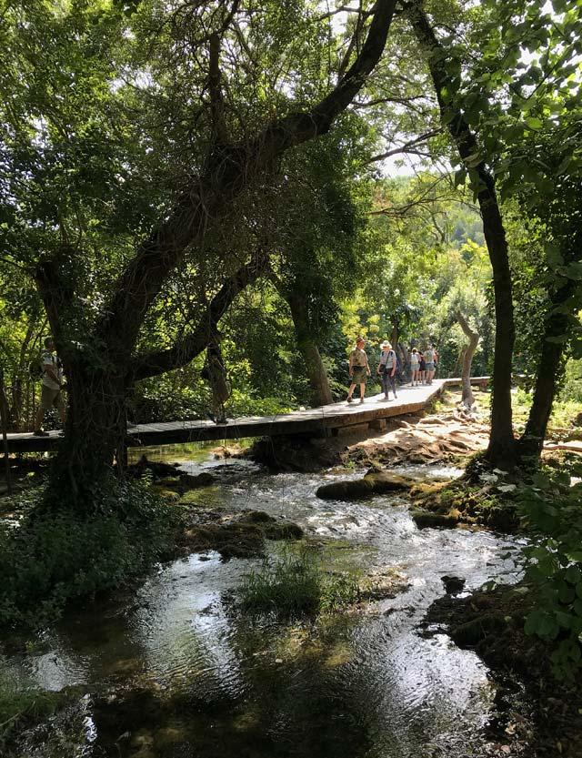 turisti-sulle-passerelle-del-parco-nazionale-krka