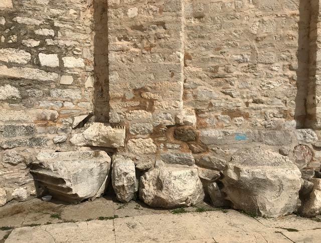 zara-colonne-romane-nella-chiesa-di-san-donato