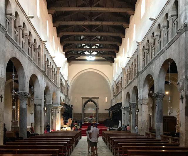 zara-navata-della-cattedrale-di-santanastasia