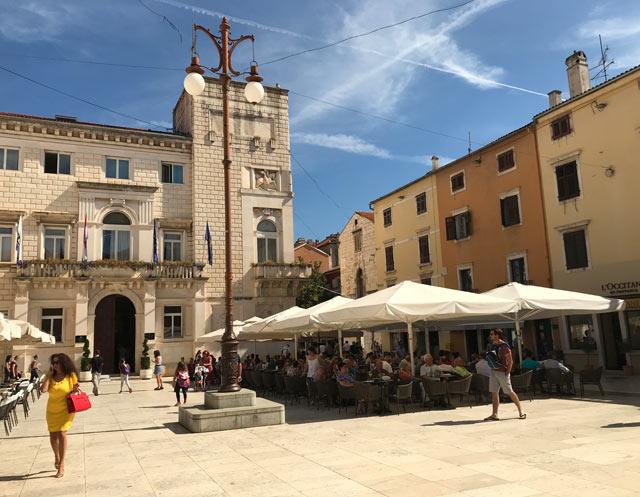 zara-piazza-del-popolo-municipio-in-stile-razionalista