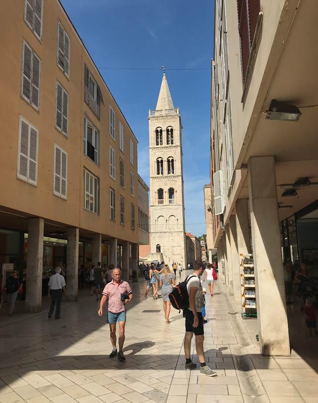 zara-via-centrale-e-campanile-di-santanastasia
