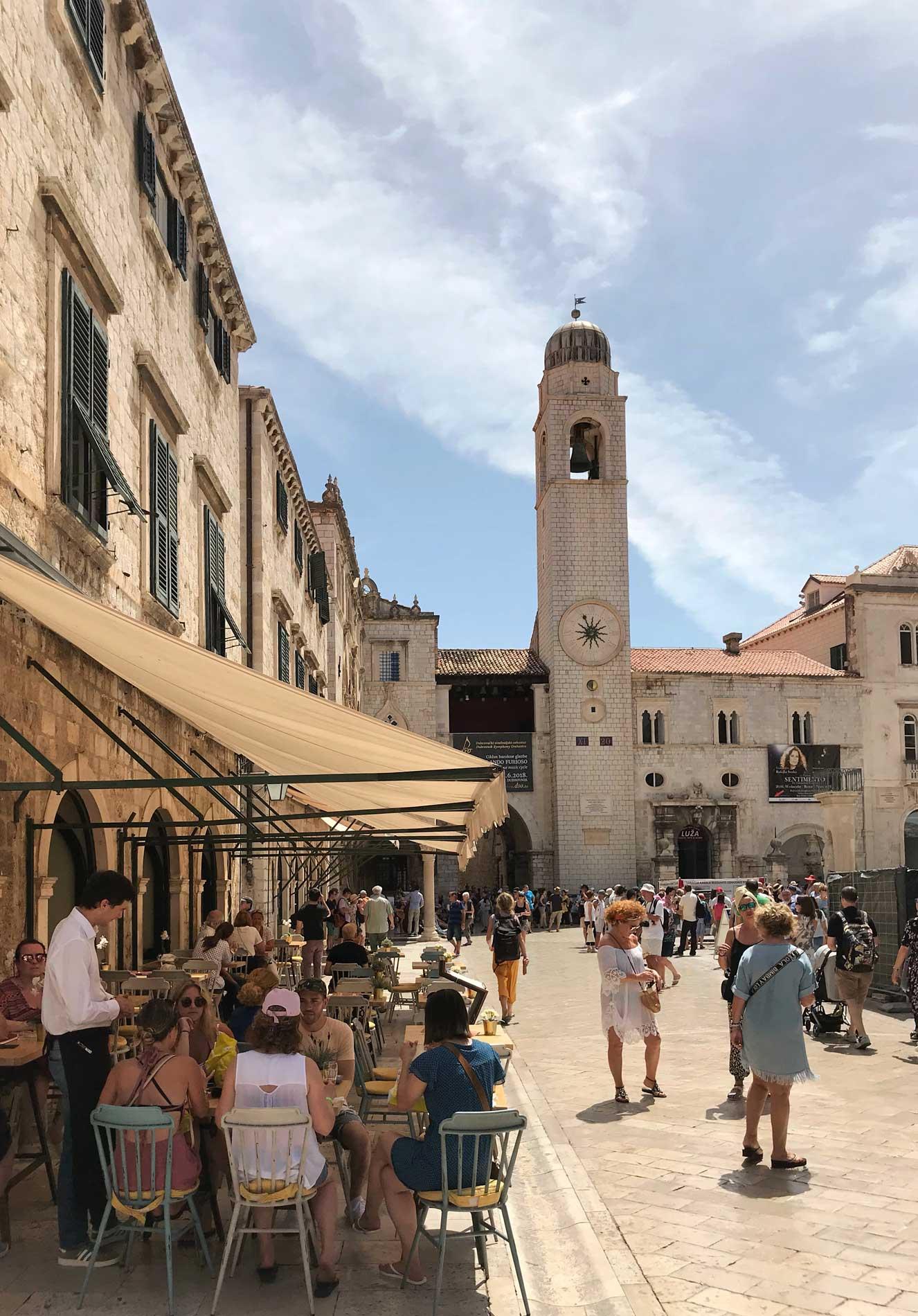 Stradun-Dubrovnik-Torre-dellorologio-ristorante-turisti