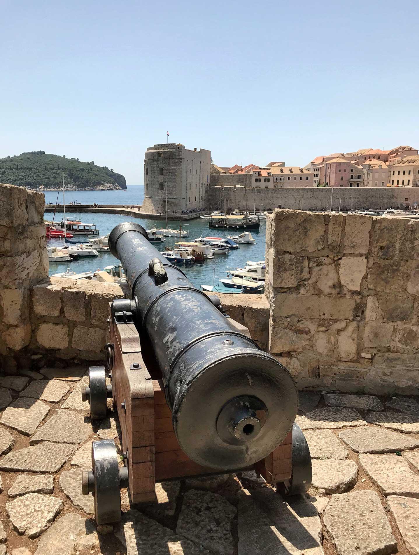 Dubrovnik-Croazia-cannone-panorama-sul-porto-vecchio