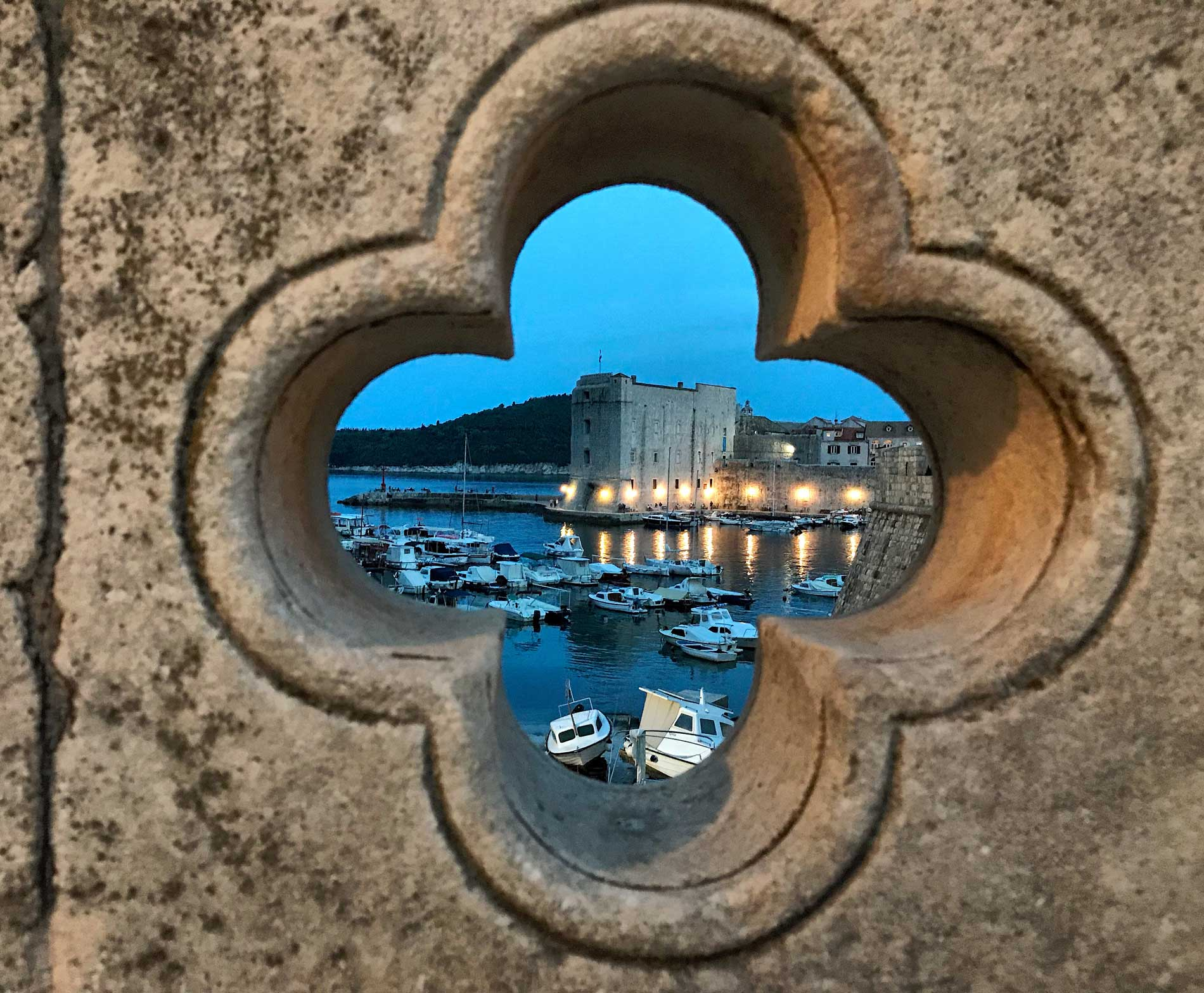 Dubrovnik-Croazia-barche-fortezza-san-Giovanni-ora-blu-seeing-through