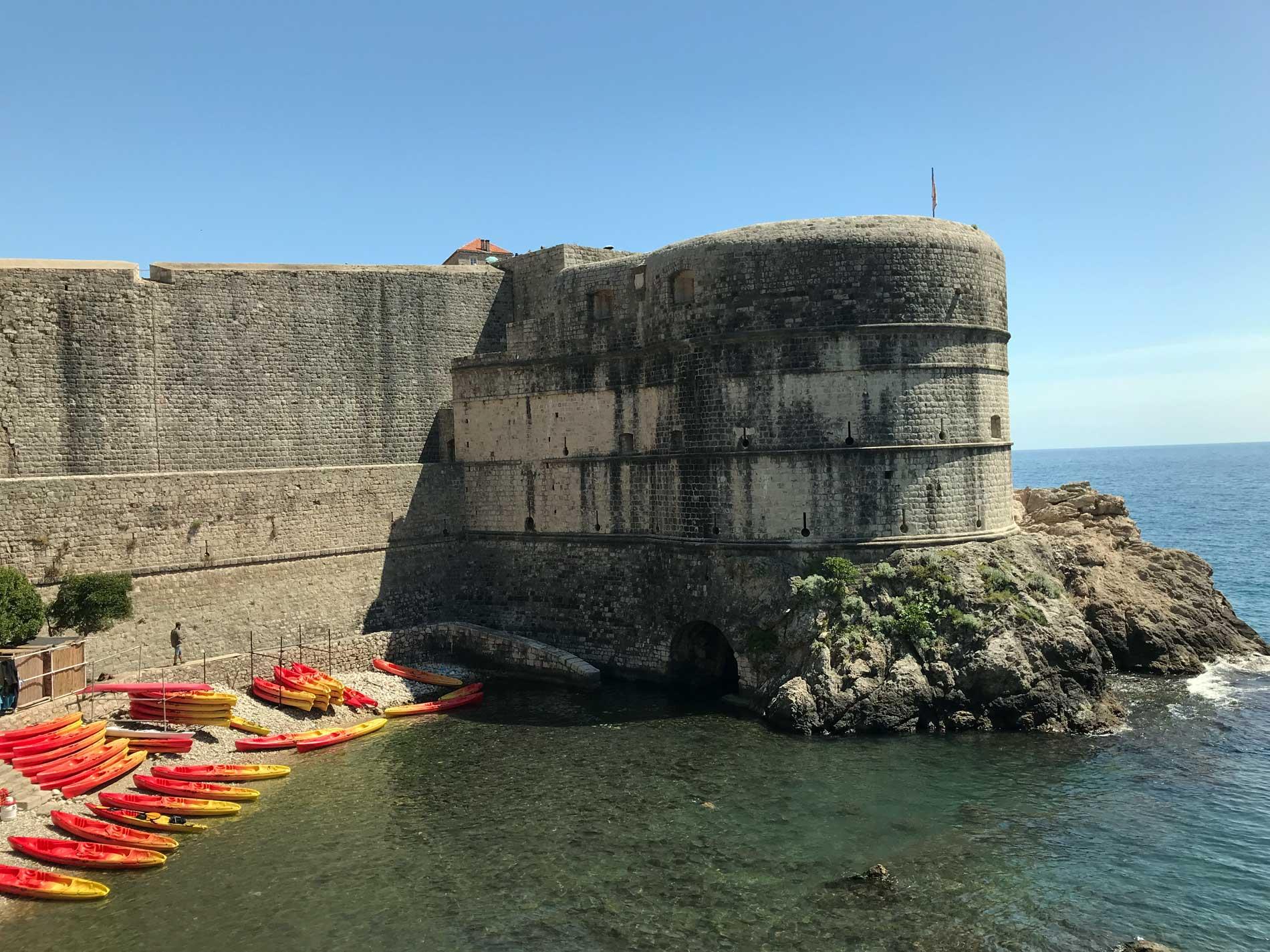 Forte-Bokar-Dubrovnik-Croazia-mare-Adriatico-kayak-rossi
