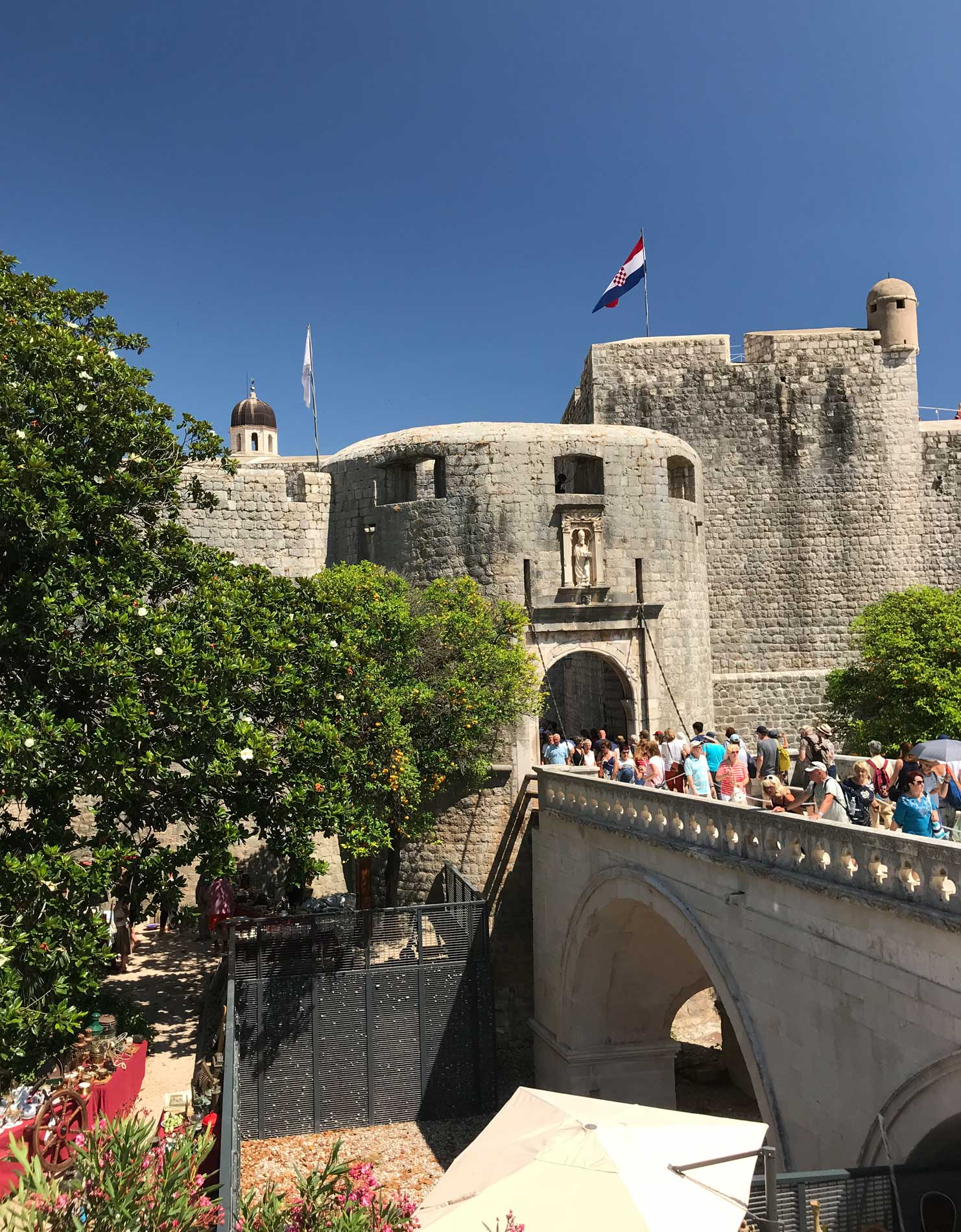 Porta-Pile-Dubrovnik-mura-ponte-turisti