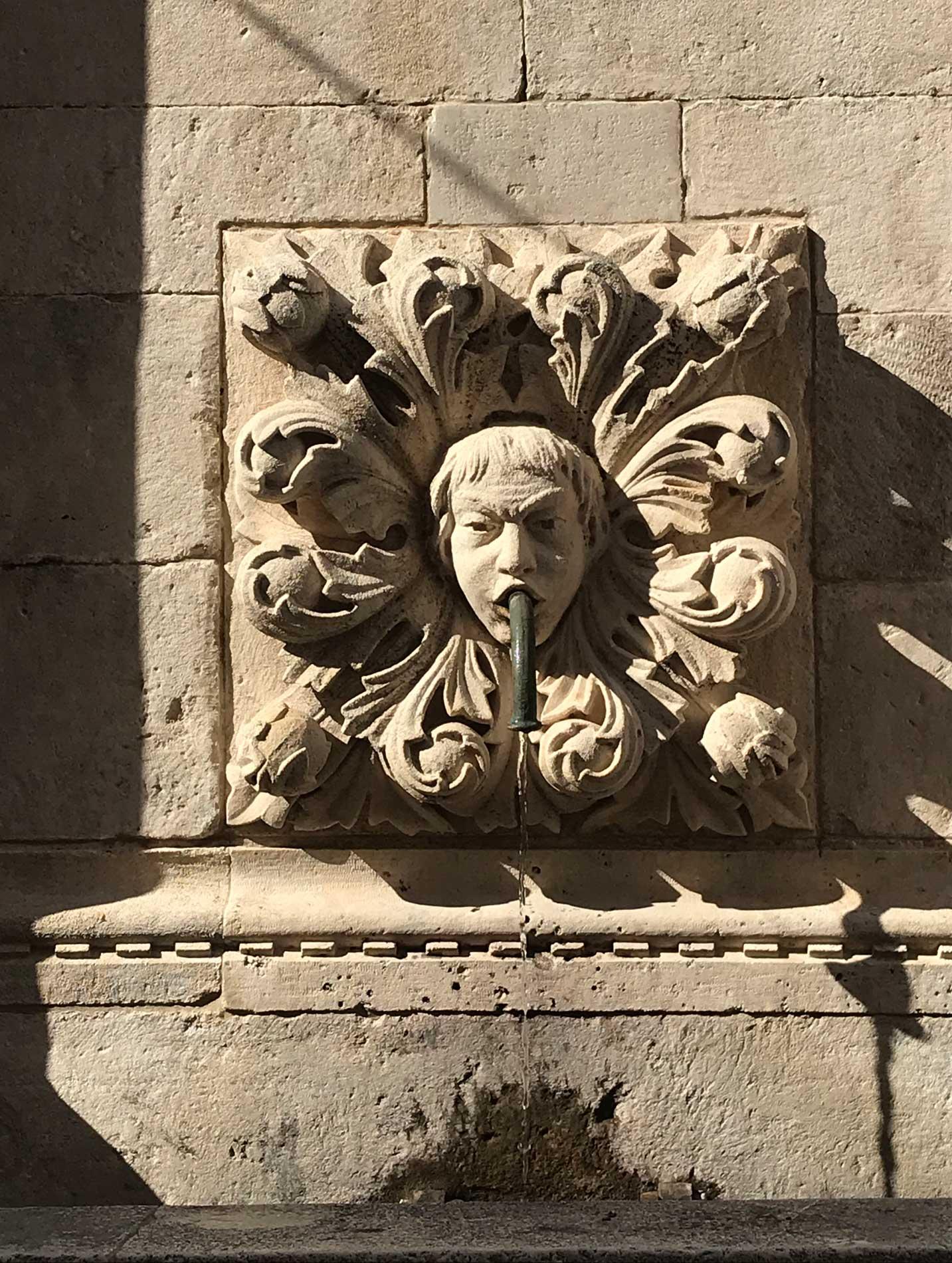 Dubrovnik-Fontana-Grande-di-Onofrio-mascherone-scolpito-acqua