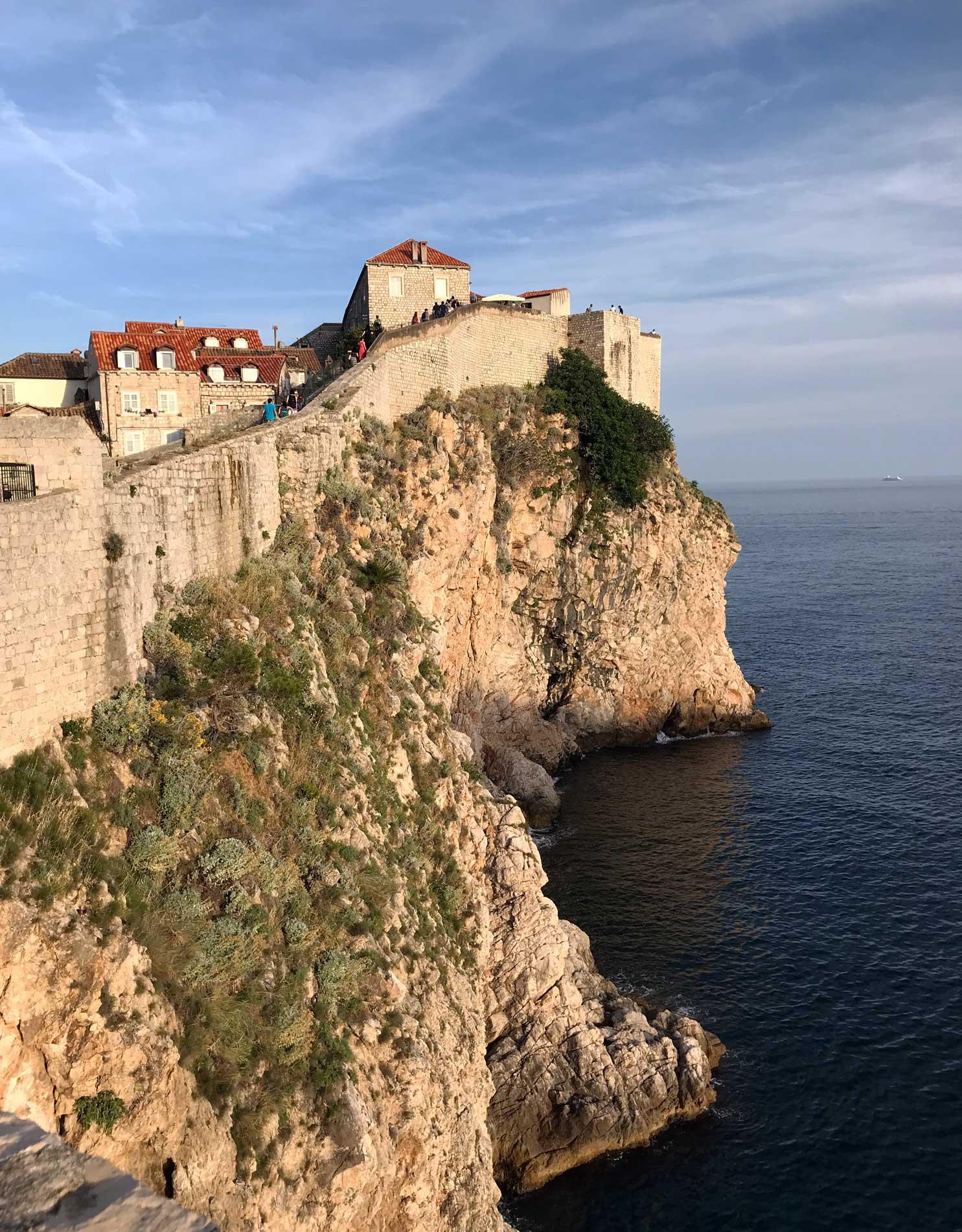 Dubrovnik-Croazia-vista-dalle-mura-mare-Adriatico-torri