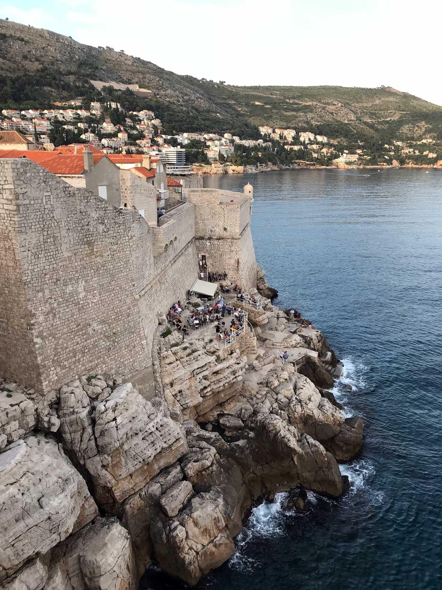 Dubrovnik-Croazia-vista-dalle-mura-spiaggia-mare