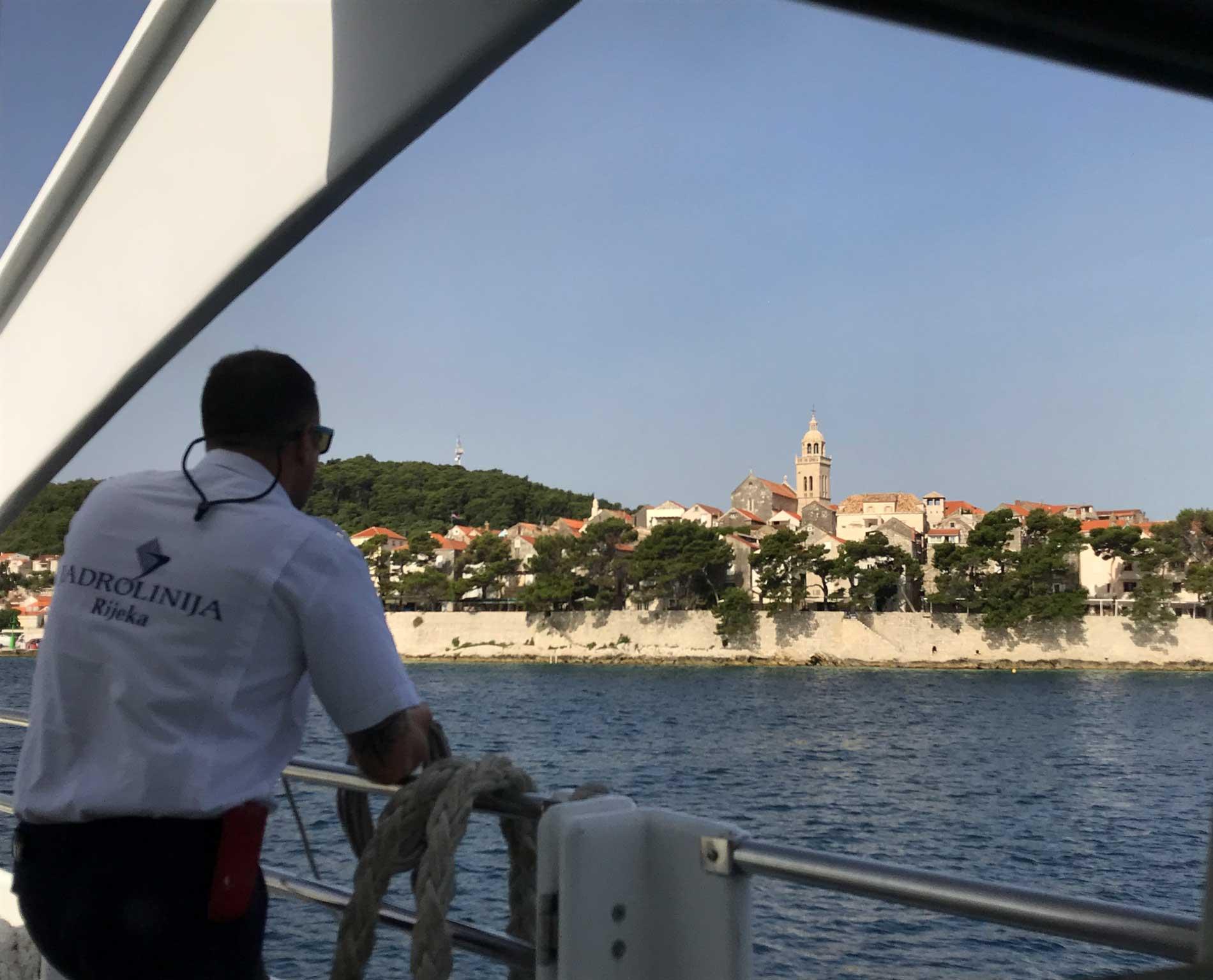 Korcula-Curzola-Croazia-vista-dal-catamarano-jadrolinija