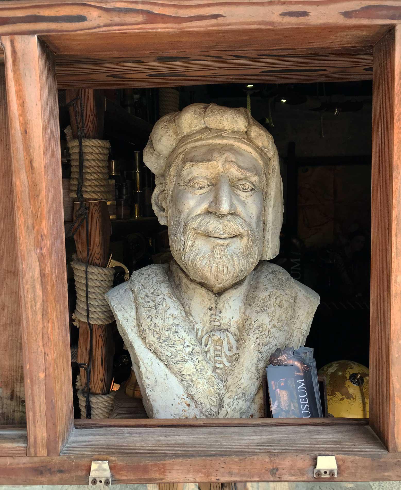 Korcula-Curzola-Croazia-Marco-Polo-statua