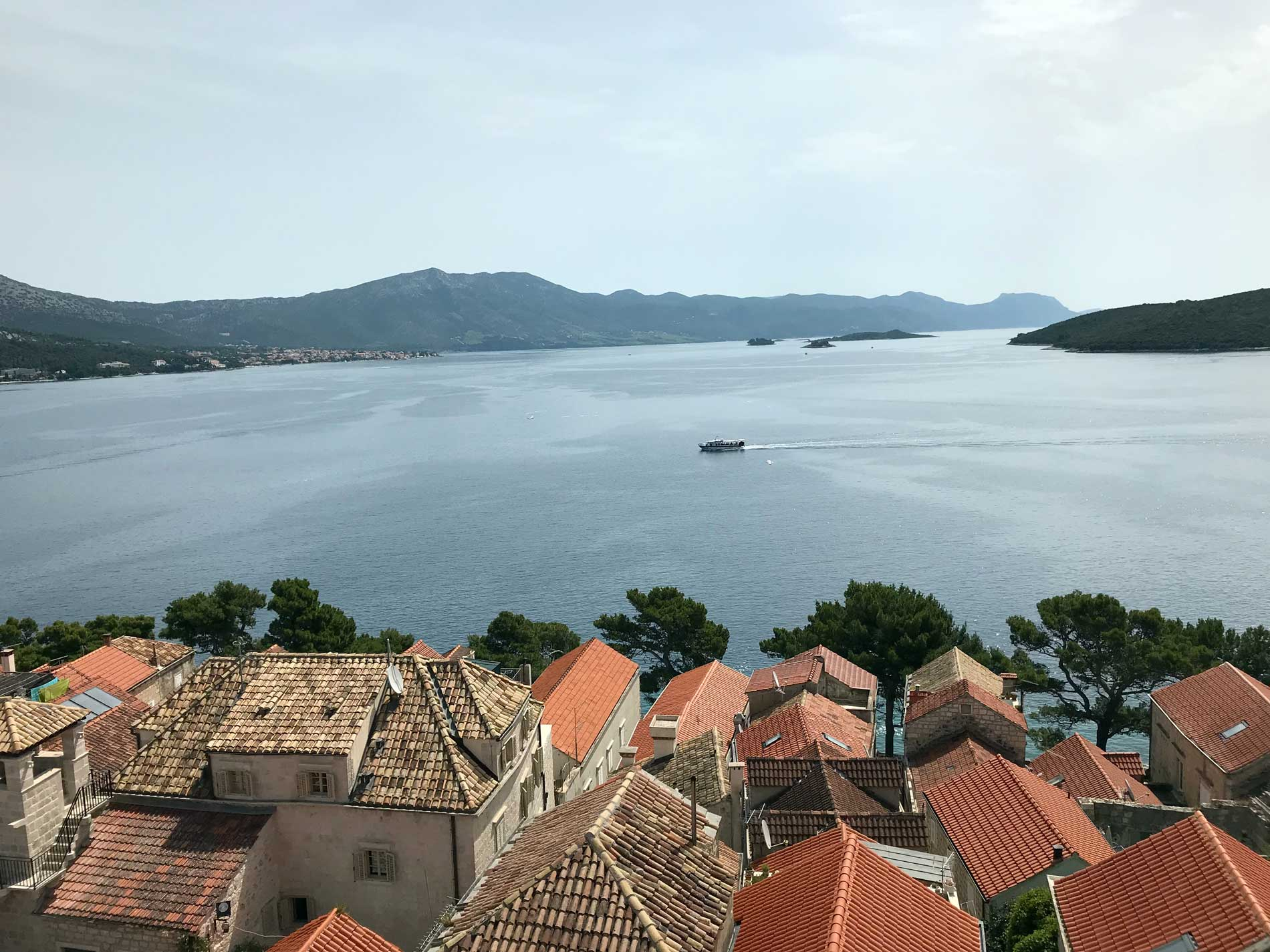 Panorama-dal-Campanile-chiesa-San-Marco-Korcula-Croazia-tetti-mare-isole