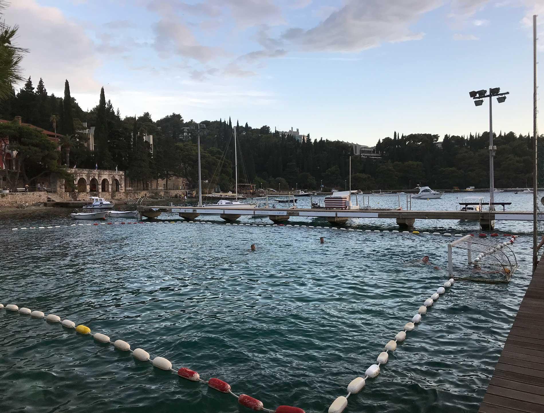 Cavtat-Dubrovnik-Croazia-campo-pallanuoto-nel-mare