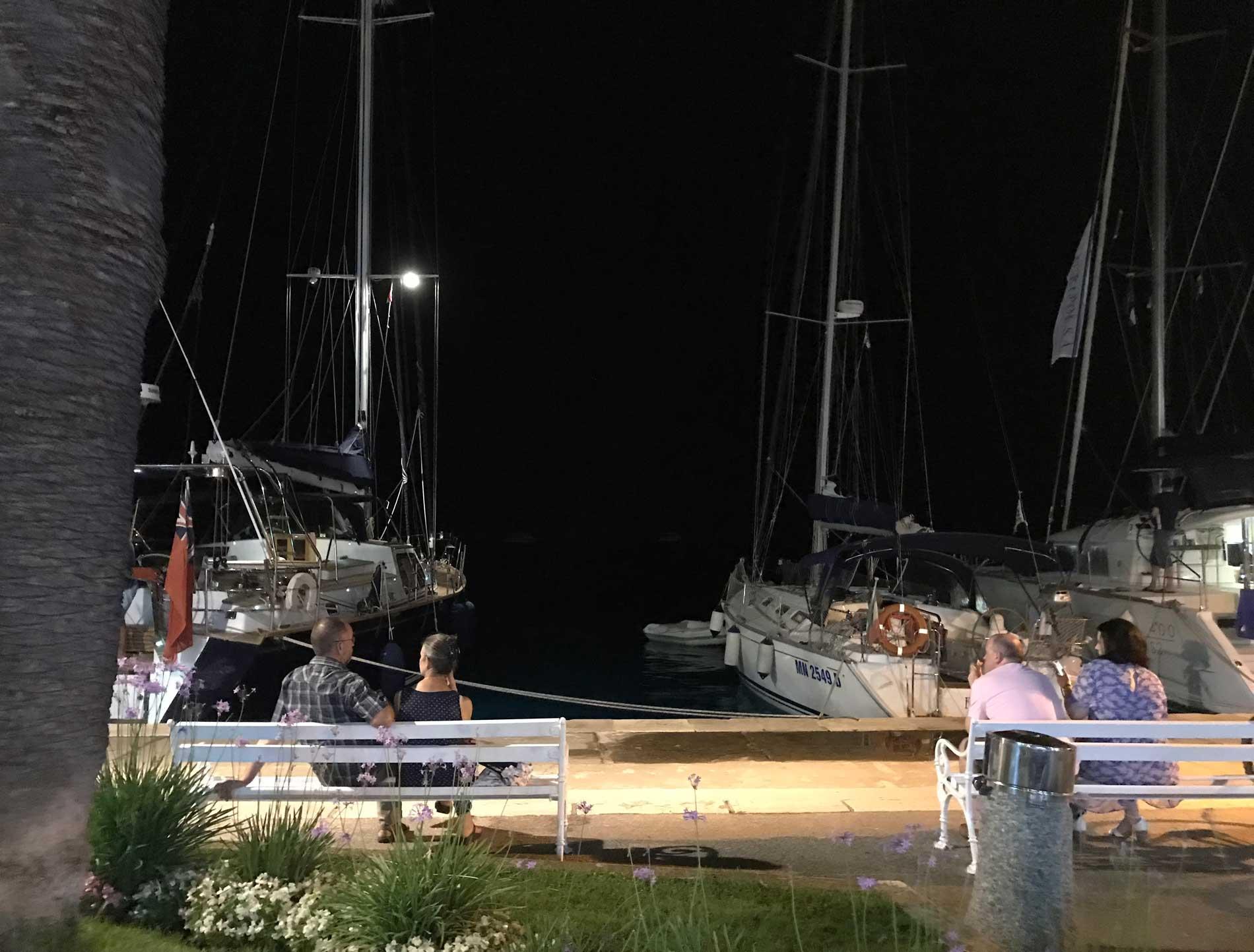 Cavtat-Dubrovnik-Croazia-barche-notte-buio-panchine