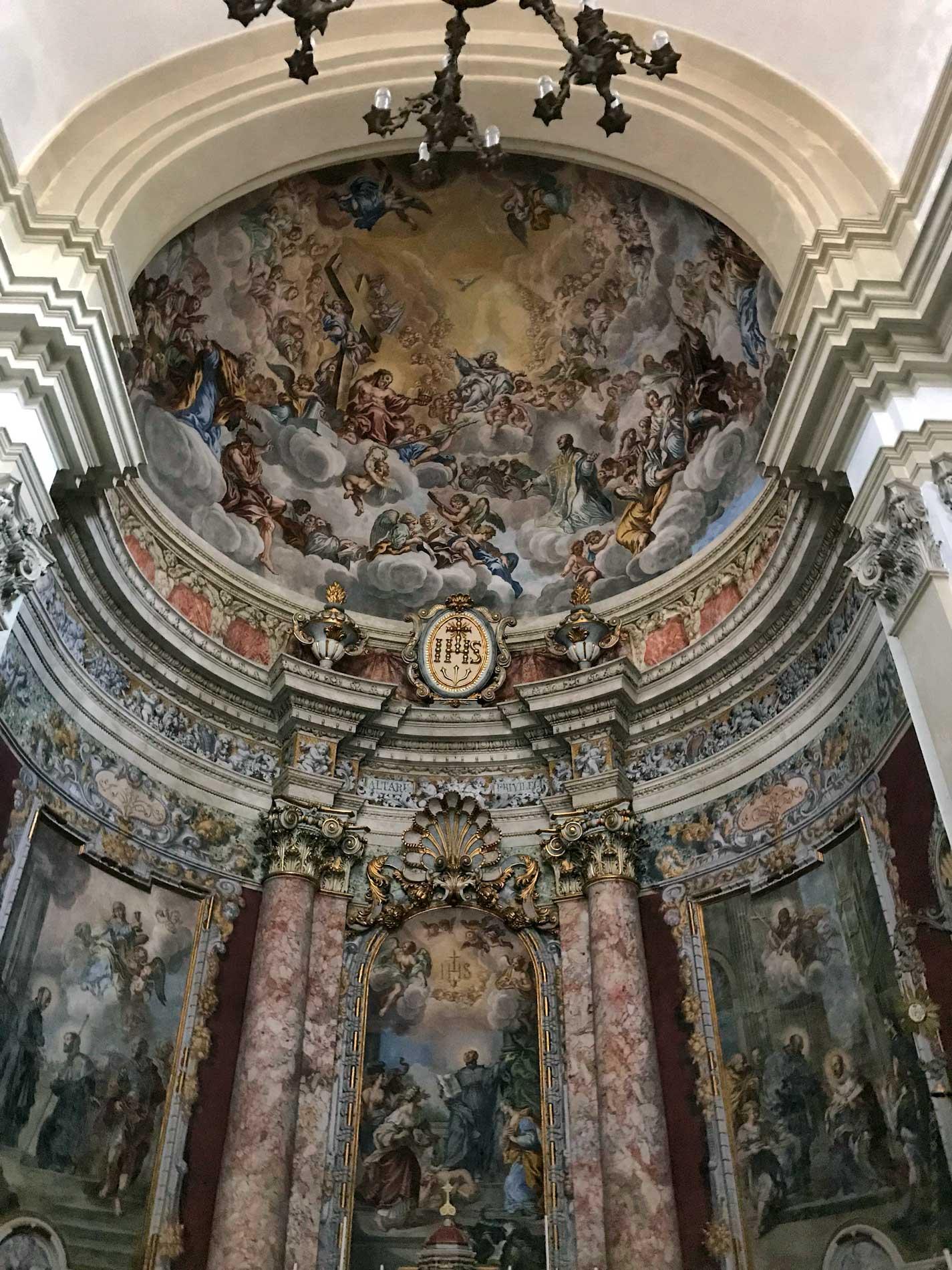 Chiesa-del-Gesu-Dubrovnik-interno-abside-barocco