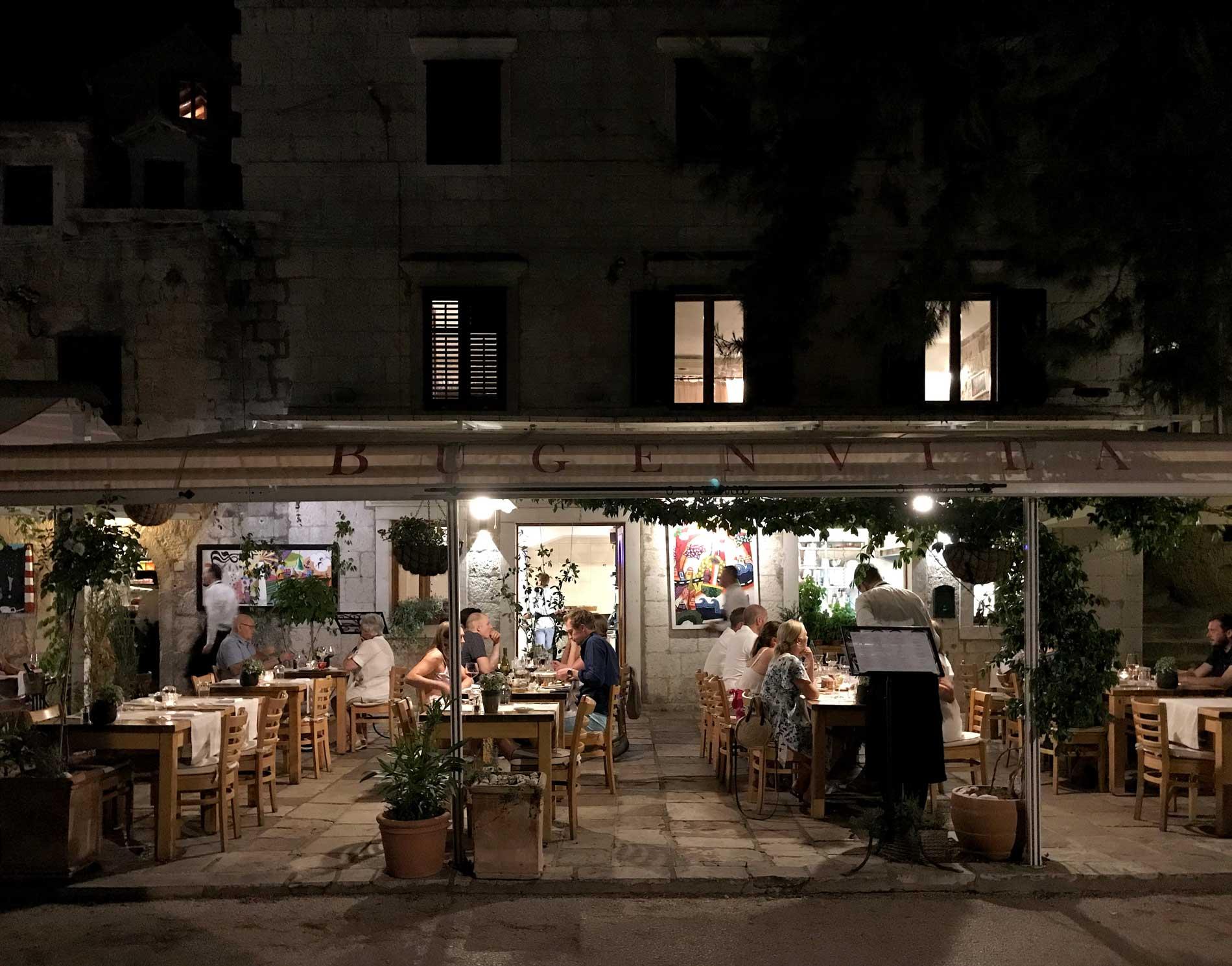 Cavtat-Dubrovnik-Croazia-ristorante-lungomare-notte-luci