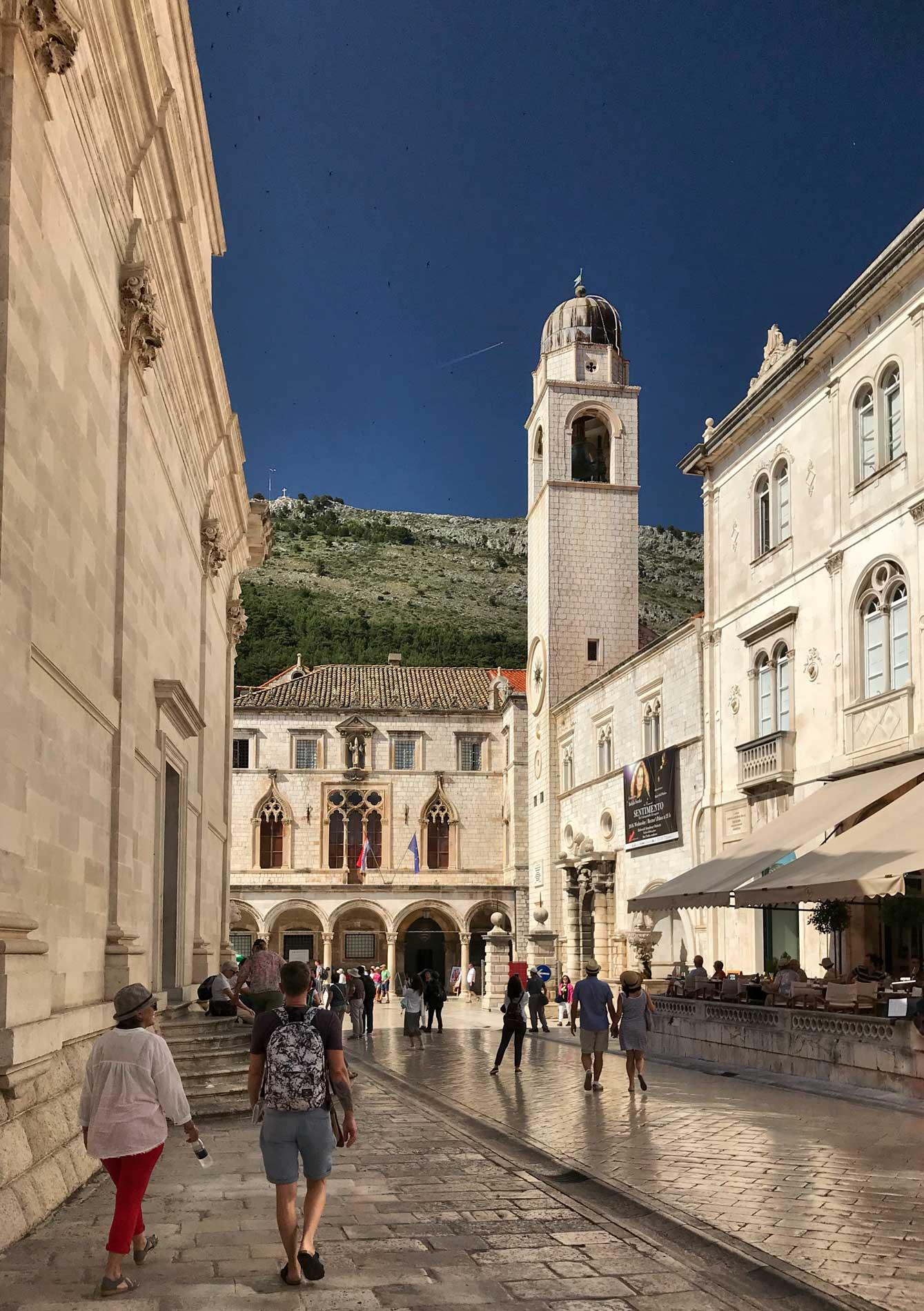 Piazza-della-Loggia-torre-dellorologio-Dubrovnik-Croazia