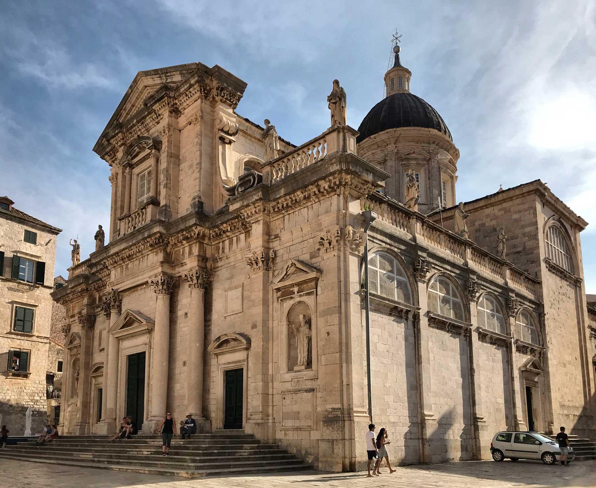 Dubrovnik-Croazia-Cattedrale-cielo-azzurro