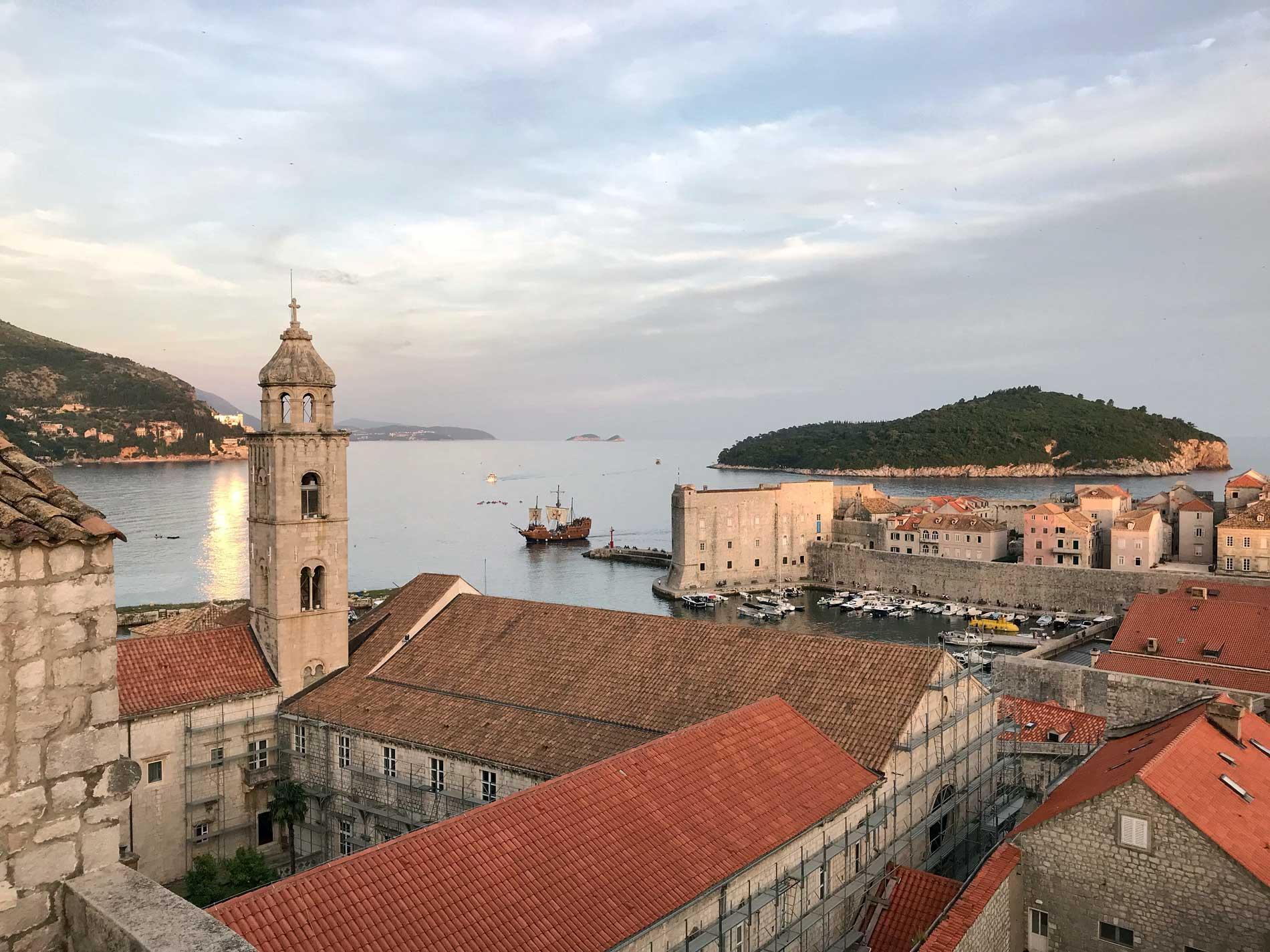 Dubrovnik-Croazia-panorama-dalle-mura-porto-monastero-benedettino-Lokrum
