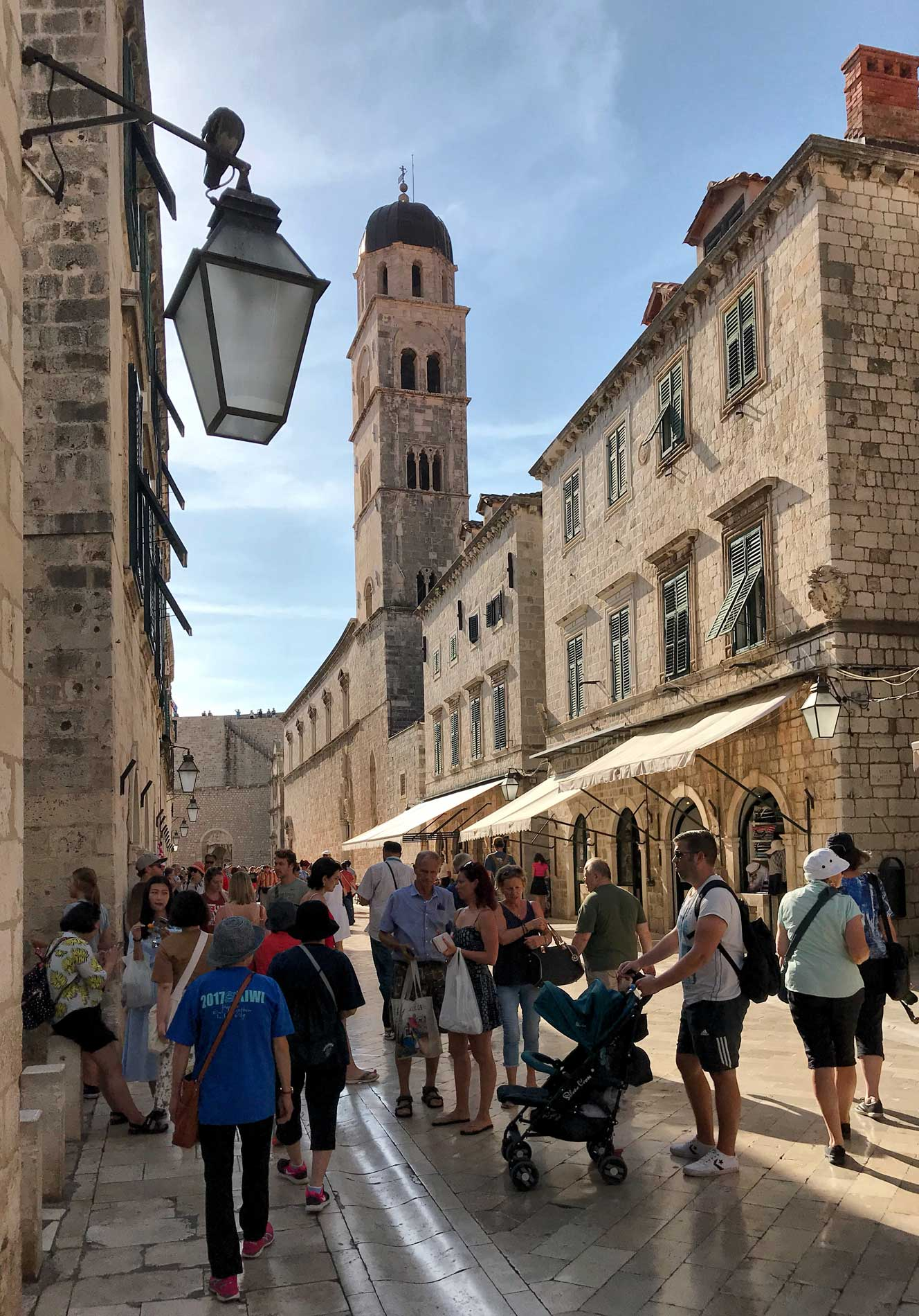 Stradun-Dubrovnik-campanile-chiesa-San-Francesco