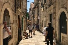 Dubrovnik-Croazia-strada-interna-Citta-Vecchia-persone