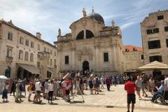 Stradun-Dubrovnik-Piazza-della-Loggia-Chiesa-di-San-Biagio-turisti