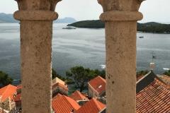Campanile-chiesa-San-Marco-Korcula-Croazia-vista-colonnine